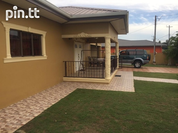 Beautiful Freeport Flats with 3 bedrooms-2