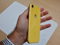 Hardly used iPhone XR, yellow 128gb