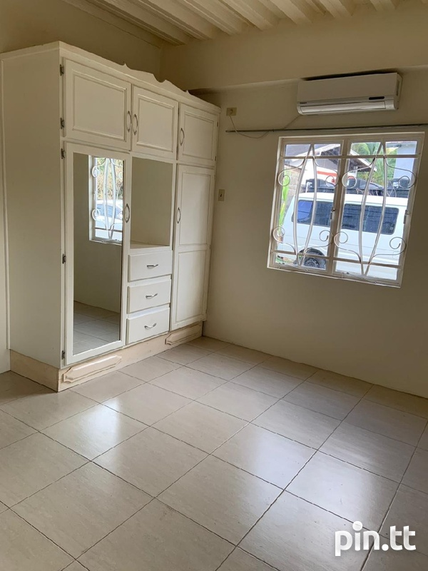 Affordable, convenient, unfurnished apartment-4