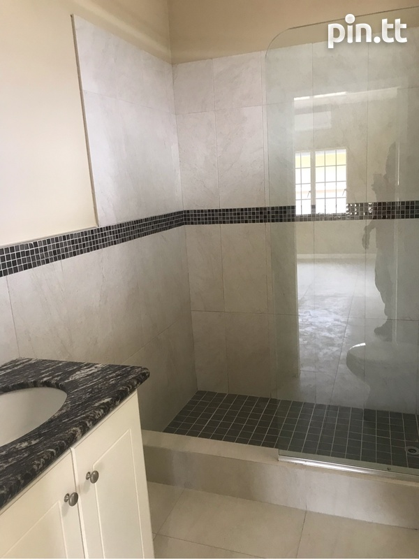 Darwill Gardens home with 3 bedrooms-6