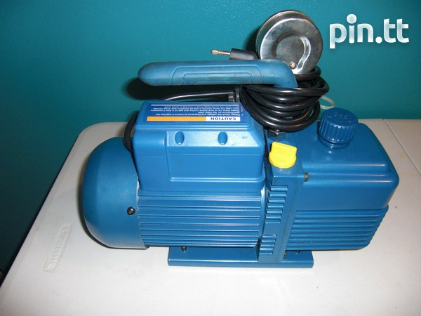 Two stage vacuum pump with oil-3