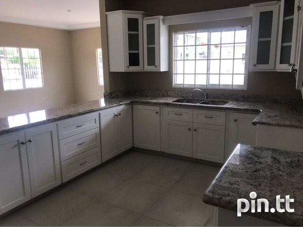 Darwill Gardens home with 3 bedrooms-4