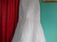 Wedding dress..comes with detachable train.