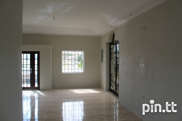 Executive 2 Storey House Arouca with 5 Bedrooms-3