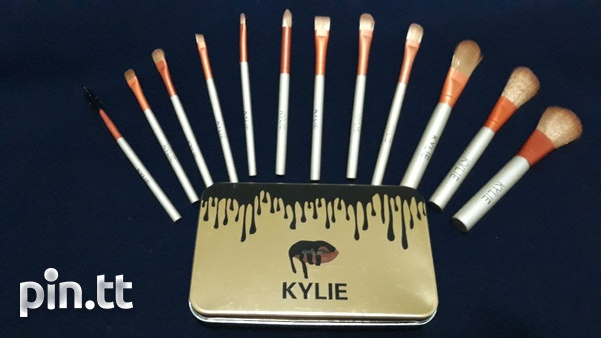 Kylie 12 Piece Makeup Brush Set. Travel Size.-1