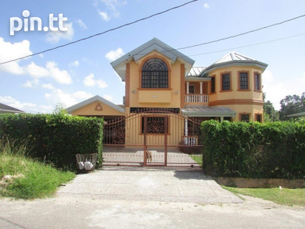 House with 4 bedrooms-1