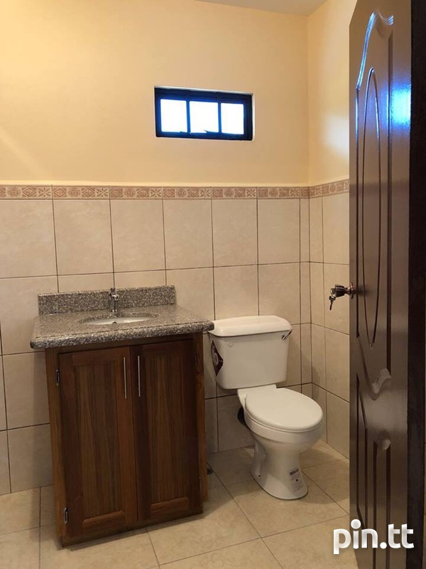 Move in Ready Central Home with 3 bedrooms-4