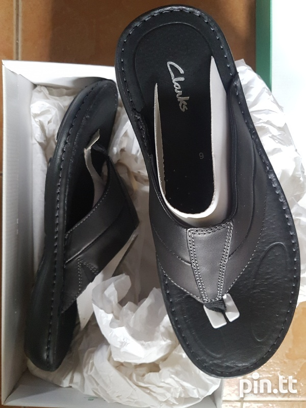 New Mens/Womens Clarks leather slippers. Ideal gift.-1