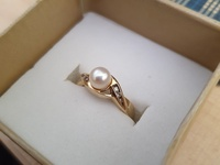 10 k Yellow Gold ring with pearl and diamond