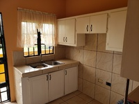 2 bedroom apartment 2 parking available