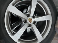 Orginal Porsche Macan Rims with Tyres