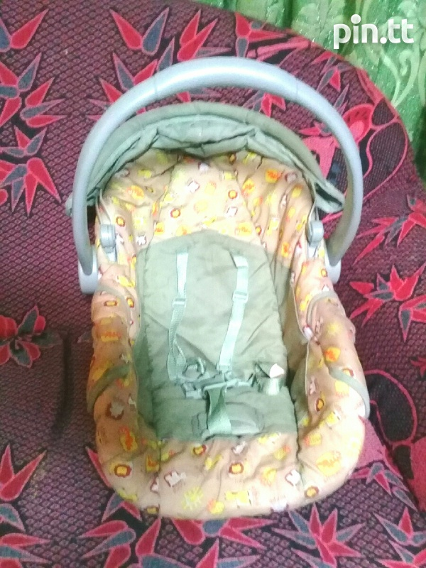 Baby Carseat Carrier and Rocker 3 in 1-2