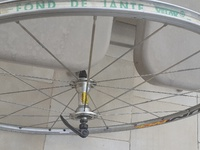 Front bicycle wheel