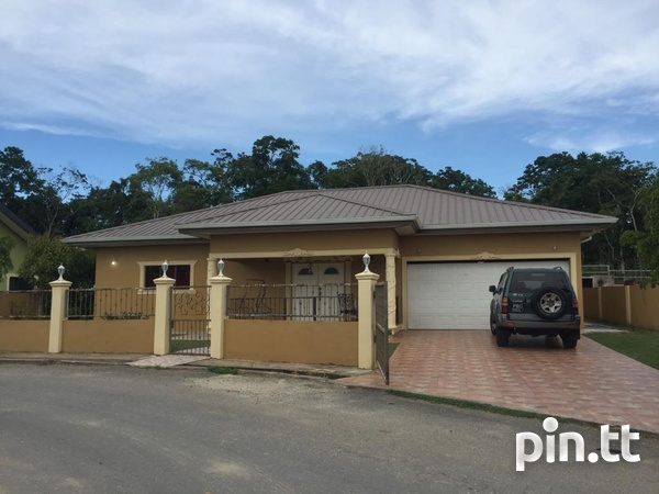 Beautiful Freeport Flats with 3 bedrooms-1