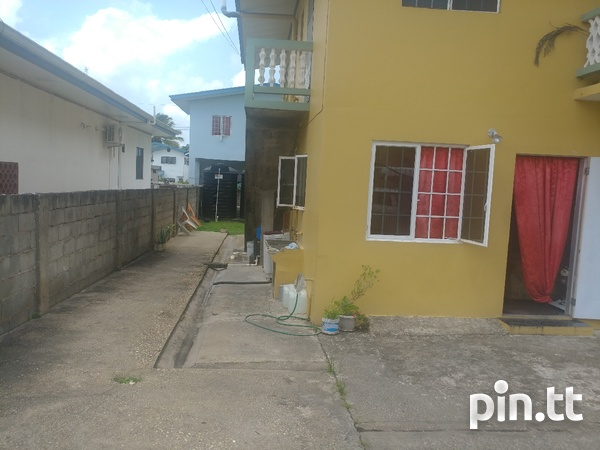 2 bedroom upstairs house - apts downstairs-3