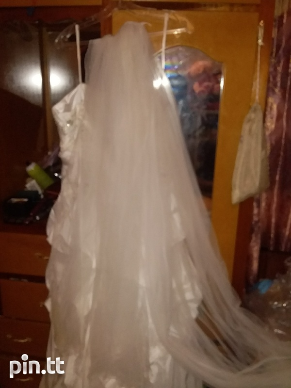 Wedding dress used once comes with veil-1
