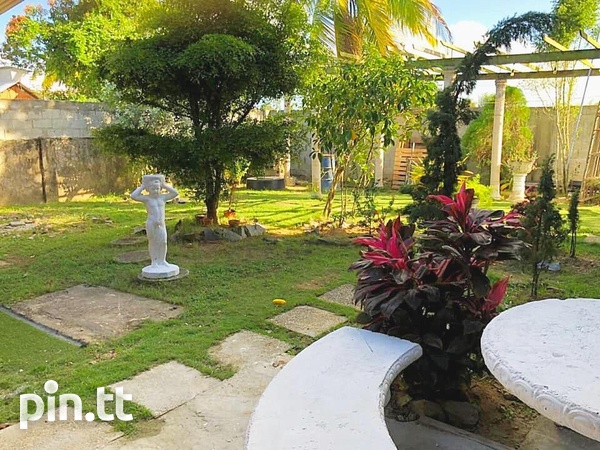 Charlieville Home with 3 Bedrooms-1