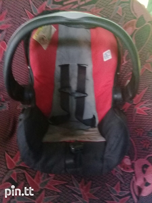 CAR SEAT/CARRIER RED AN BLACK-1