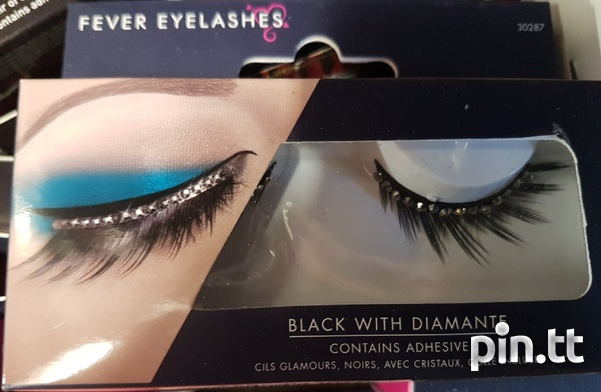 Beautiful lashes with adhesive-1