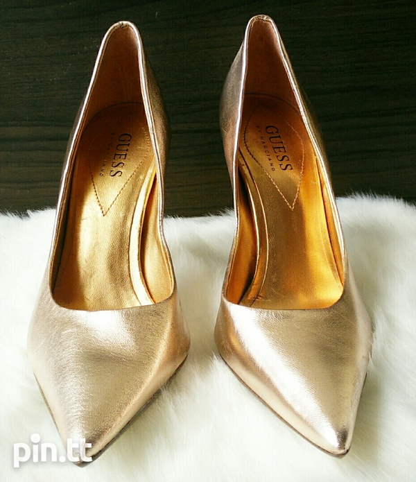 New DESIGNER Guess by Marciano Pearlised Patent Leather Pumps 6.5-3