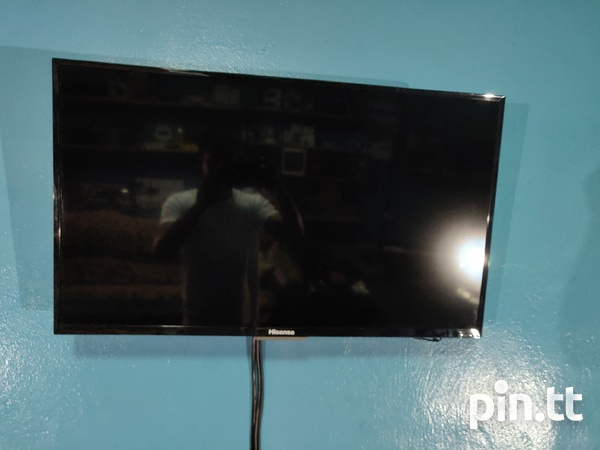 32 inch smart tv with free wall mount-1