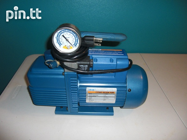 Two stage vacuum pump with oil-1
