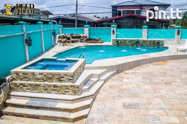LUXURIOUS FURNISHED TRI-LEVEL HOUSE WITH POOL, FREEPORT-2