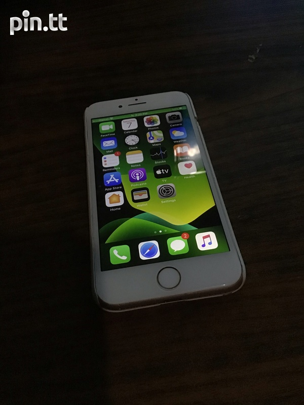 iPhone 7 Unlocked New Screen And Battery Read Desc