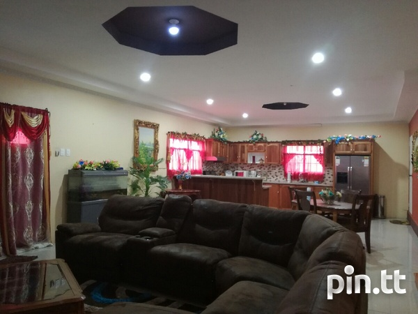 UNFURNISHED HOUSE 3 BEDROOMS-3