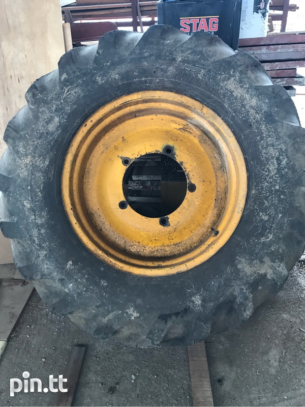 JCB project 21 back rim and tyre
