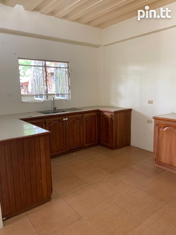 Affordable, convenient, unfurnished apartment-3
