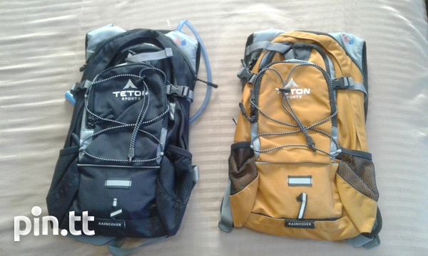 High Quality Hydration Backpack with 2 litre reservoir and rain cover-1