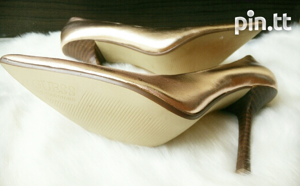 New DESIGNER Guess by Marciano Pearlised Patent Leather Pumps 6.5-7