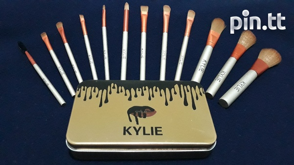 Kylie 12 Piece Makeup Brush Set. Travel Size.-2