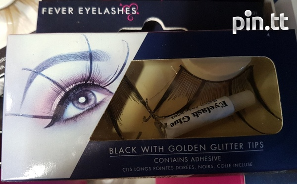 Beautiful lashes with adhesive-2