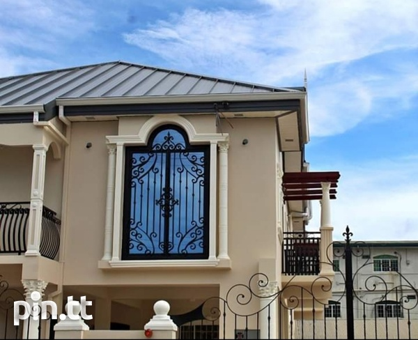 Executive 2 Storey House Arouca with 5 Bedrooms-1