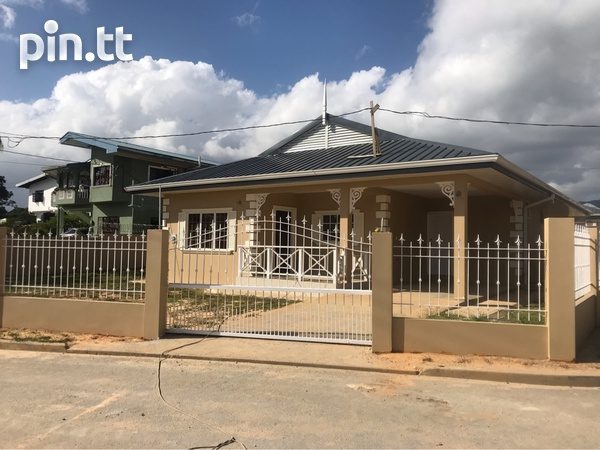 Darwill Gardens home with 3 bedrooms-1