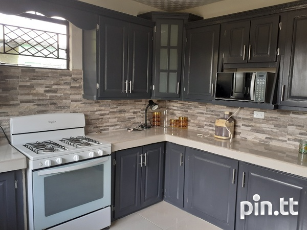 3 Bedroom Furnished House Maloney-1