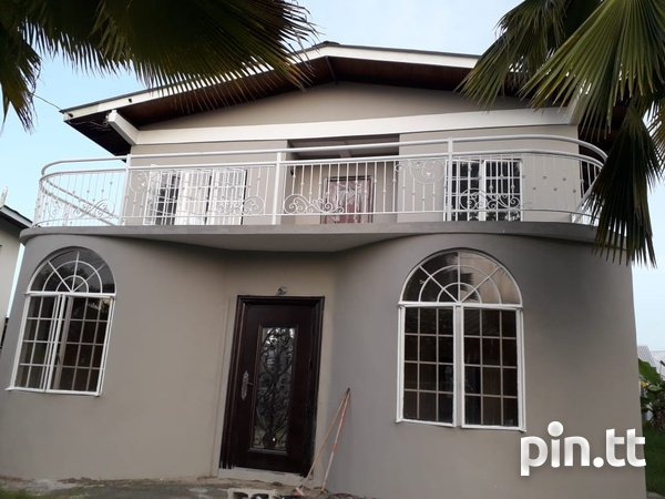 Roystonia 3 Bedroom Home with a Pool