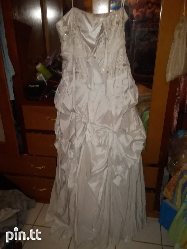 Wedding dress used once comes with veil-2