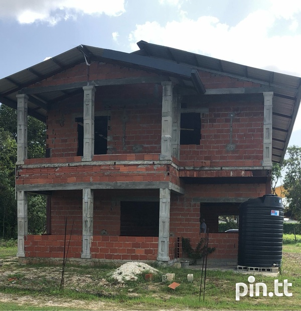 CARAPICHAIMA 4 bedroom house on 10,000sqft-2