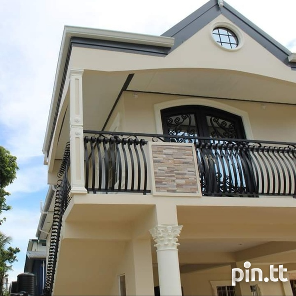 Executive 2 Storey House Arouca with 5 Bedrooms-2
