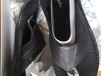 New Mens/Womens Clarks leather slippers. Ideal gift.
