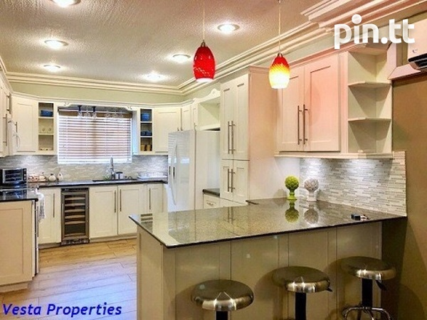 Gorgeous 3 bedrooms townhouse available-3