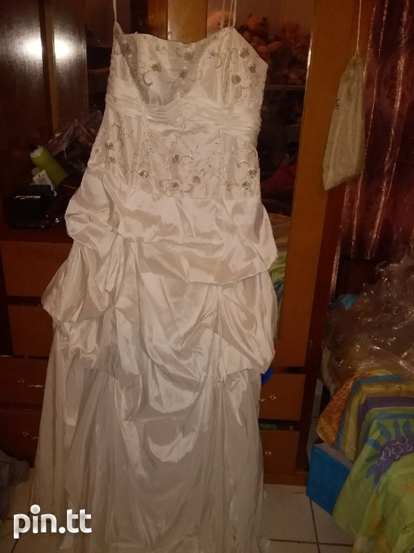 Wedding dress used once comes with veil-3