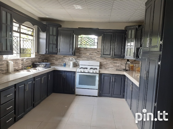 3 Bedroom Furnished House Maloney-2