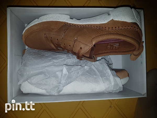 NEW Genuine leather men's Clarks shoes/trainers-2