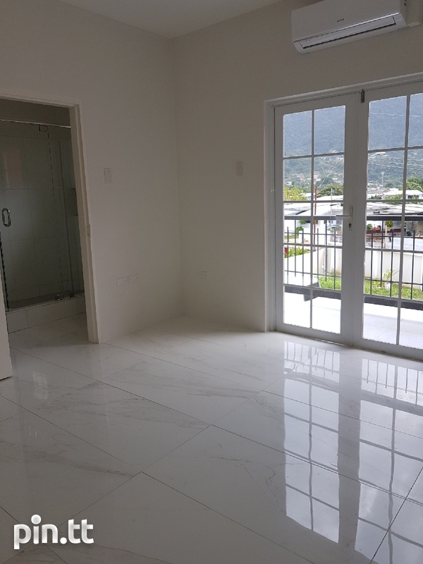Newly built 3 bedroom townhouses-6