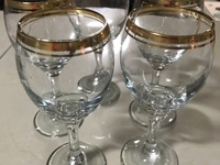 5pc Circleware wine glasses and charms