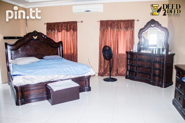 LUXURIOUS FURNISHED TRI-LEVEL HOUSE WITH POOL, FREEPORT-7